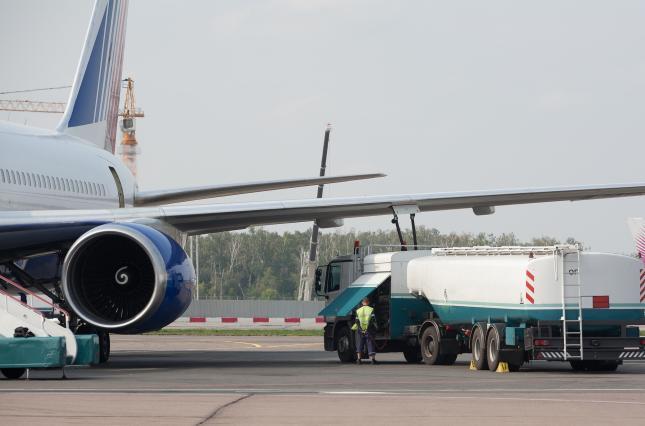 Поставки авиакеросина для Минобороны перешли под контроль Коломойского и наследников Онищенко