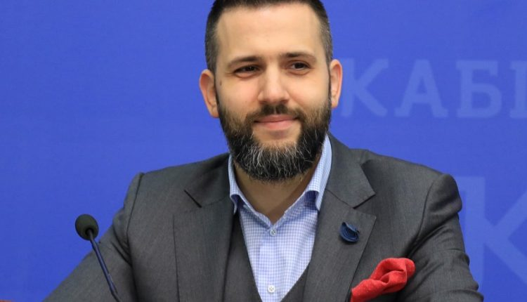 Экс-глава Гостаможни решил попробовать Голос