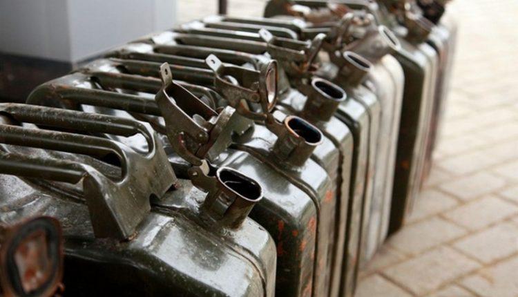 """""""Фидея"""" и """"Альянс Энерго Трейд"""" поставят 11,5 тысяч тонн бензина Минобороны"""