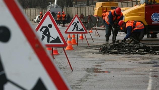 Фирмы, кочующие за губернаторами Зеленского, сели на дорожные подряды в Житомирской и Черкасской областях