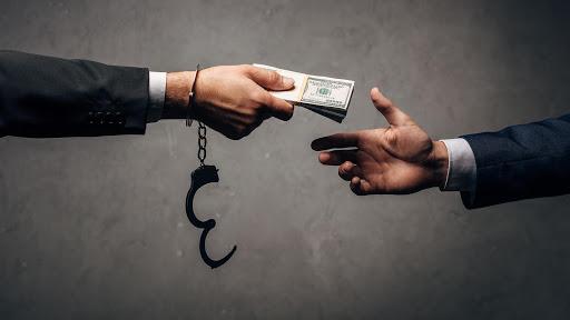 """Александр Деркач: """"Нашли таки где-то живого коррупционера и теперь не знают, что с ним делать"""""""