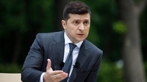 Зеленский заговорил о сговоре олигархов и вспомнил чертей из политического ада