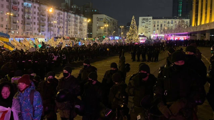 "В Киеве протестующие пришли на концерт ""95 квартала"", туда стянули сотни силовиков"