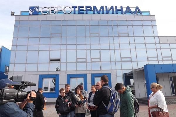 """Из-за монопольного шлагбаума Труханова транспортники подали иск на """"Евротерминал"""""""