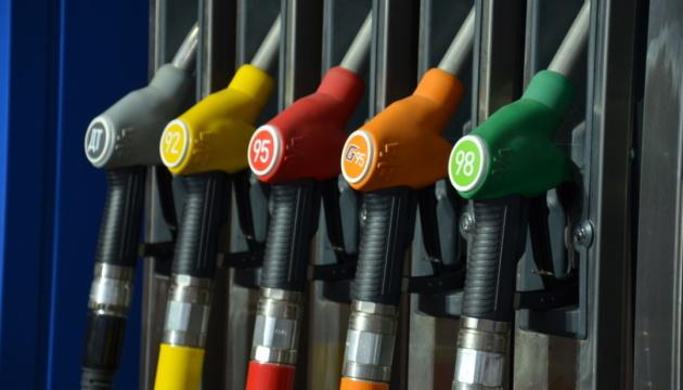 В правительстве заявляют, что Кабмин не ограничивал цены на премиальное топливо