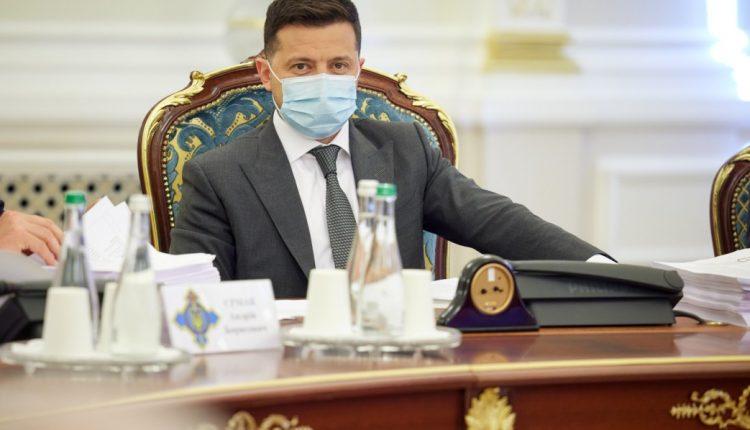 Зеленский вспомнил о ворах в законе и земле под Киевом