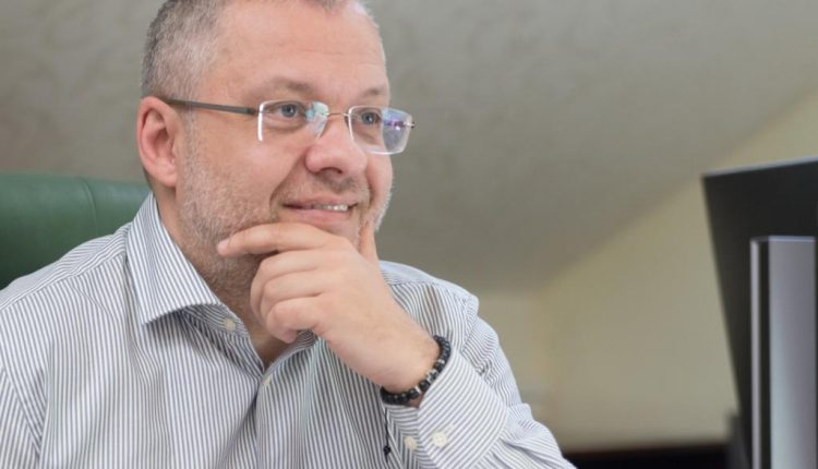 Глава Минэнерго уплатил 564 тысячи гривен налогов с гонораров от Международного суда