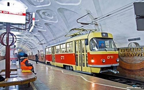 Кабмин выделил 1,2 млрд на трамваи для родины Коломойского и Зеленского