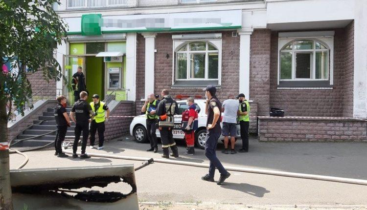 В Киеве вооруженная женщина пыталась ограбить отделение банка