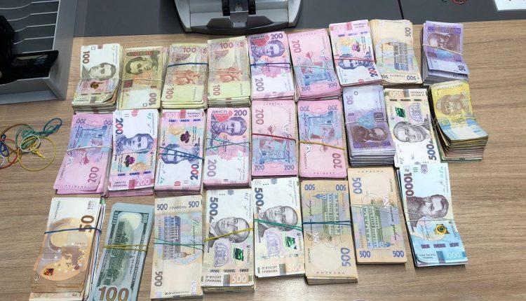 Фискалы ликвидировали в Киеве конвертцентр с оборотом 1.5 млрд
